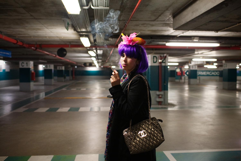 Patrícia Craveiro Lopes (curadora) num parque de estacionamento em Lisboa